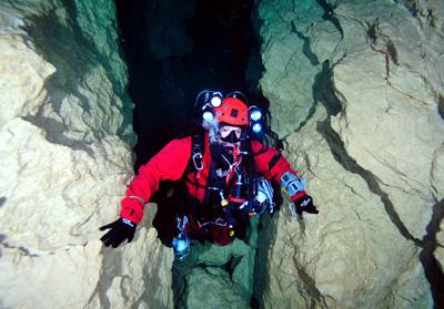 full cave diver
